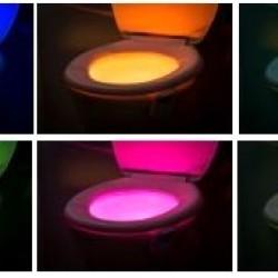 Lampa LED multicolora cu senzor pentru WC